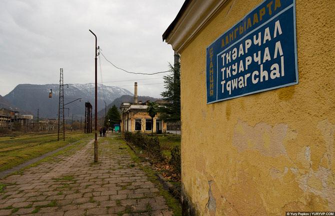 Заброшенная железная дорога в забытом городе
